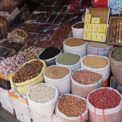 Die Souks (Märkte) von Marokko überzeugen mit ihrer Vielfalt und Farbenpracht.