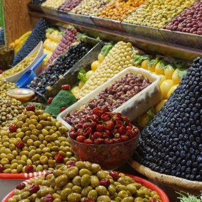Olivenmarkt für die Einheimischen in Meknés