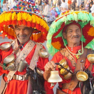 Zwei marokkanische Fotomodelle auf dem Platz der Gaukler